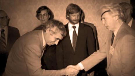 Желю Желев се прекланя пред икономическият убиец Ричард Ран