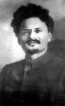 Лев Бронщайн-Троцки (1879-1940 г.), комисар на външните работи. Автор на теорията за перманентната революция, организатор на атаката на Зимния дворец. Изгражда Червената армия като боеспособна войска, допуска на служба и изгонени царски офицери. След смъртта на Ленин е конкурент на Сталин за властта. През 1927 г. е отстранен от ЦК, по-късно е изгонен от СССР. На 20 февруари 1932 г. е лишен от гражданство, преследван навсякъде от Сталин. През 1936 г. се заселва в Мексико. На 20 август 1940 г. е смъртно ранен в дома си от съветския агент Рамон Меркадер.