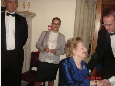 Изпълнителният директор на ИПИ Светла Костадинова се представя като декор на Маргарет Тачър.