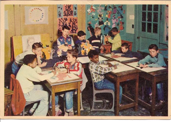 Деца в класна стая в Бойс Таун, Небраска