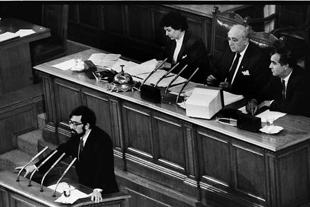 Филип Димитров на трибуната в НС