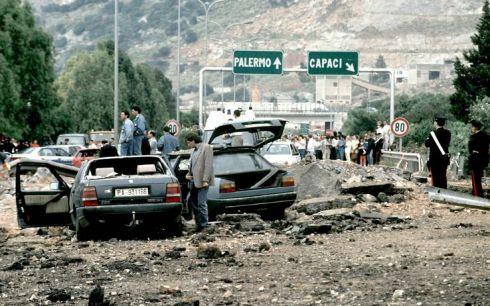 Моста където е взривен Джовани Фалконе