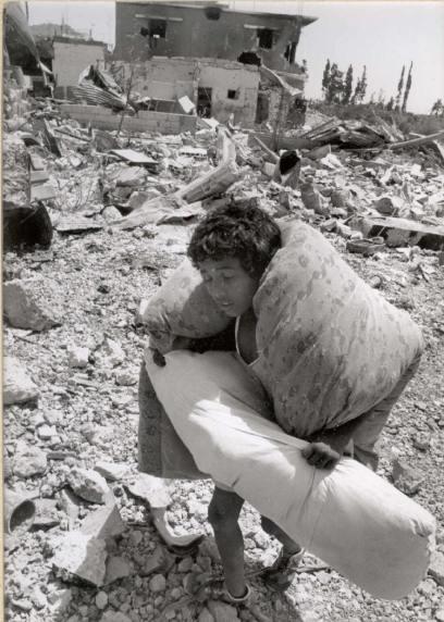 1948 г., малко палестинско тетенце пропъдено от дома на дедите си.