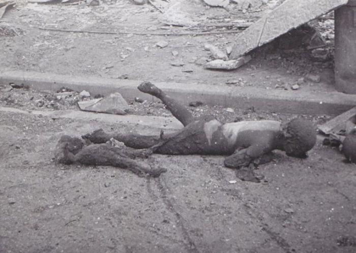 Майка и син, изгорени по време на атаките над Токио. Снимка: Ишикауа, източник: архиви на САЩКойо