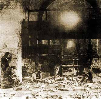 Една от най-ранните снимки на храма след клането (1878)