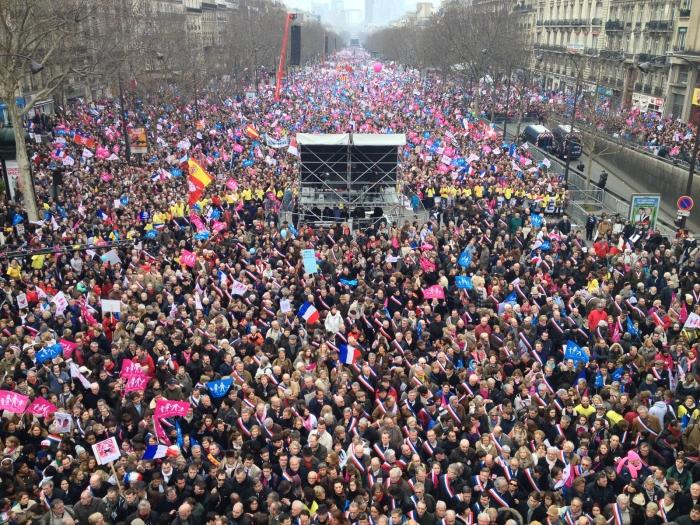 Масов протест против изучаването на джендър-теорията в училищата, гей браковете ...