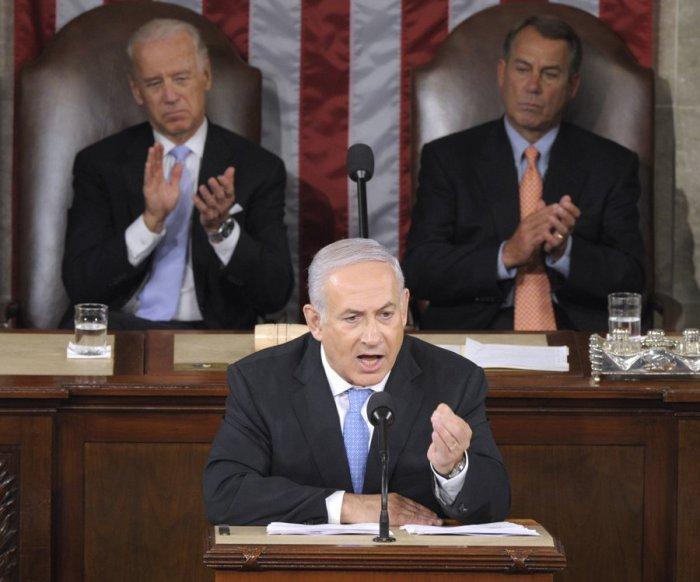 На преден план, Б. Нетаняху, отзад: Джо Биден и Джон Бойнер, 2011 г.