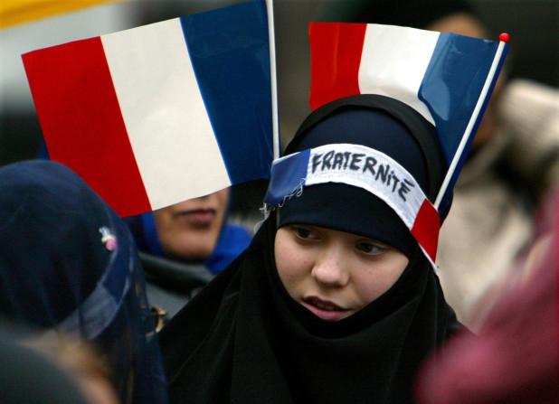 Френските мюсюлмани толкова са се интегрирали, че са повече французи от французите. Нали?
