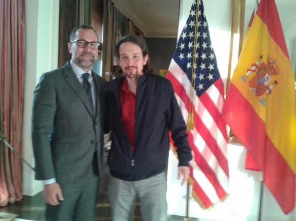 Пабло Иглесиас с посланика на САЩ в Испания, Джеймс Остос (от еврейски произход)