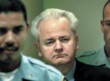 Милошевич се явява сам пред съда в Хага и заявява, че няма да използва защитници, тъй като според него Трибуналът е незаконна институция, която служи за оправдание на военните престъпления на НАТО
