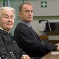 Вкараха 88-годишна баба в затвора, защото дебатира Холокоста
